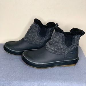 Keen Women's Elsa Chelsea Wool Boot Black Sz 6.5